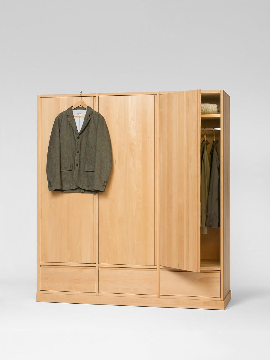 elementar kleiderschrank mit einfl gligen t ren. Black Bedroom Furniture Sets. Home Design Ideas