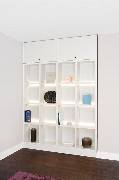 regal mit beleuchtung. Black Bedroom Furniture Sets. Home Design Ideas
